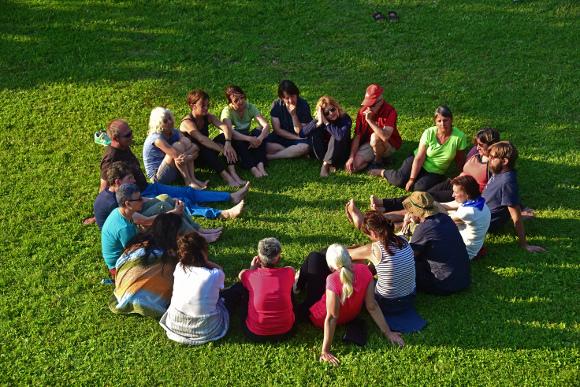 Corso di Deep Walking, Schio, Seduti in cerchio, foto di Marco Adriani