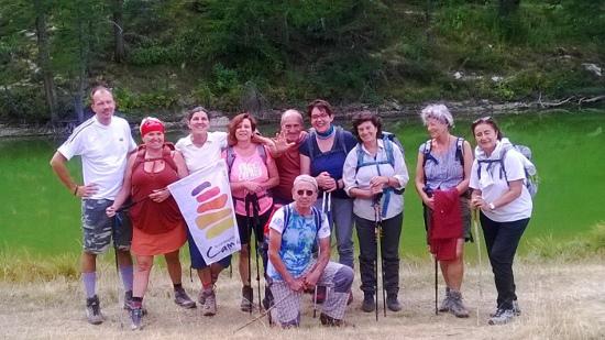 Cammini di Pace, foto del primo gruppo condotto da Mauro Agliata in Val Maira camminando in silenzio