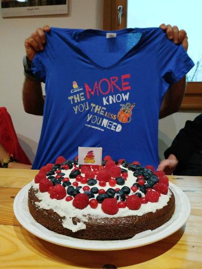 torta e maglietta Compagnia dei Cammini. The more you know, the less you need